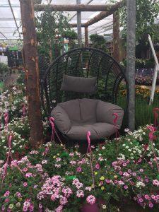 Hangstoel met planten