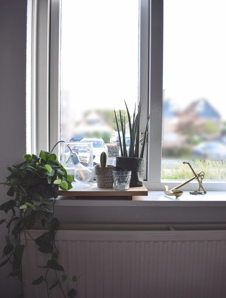 Vensterbank styling tips klus wooninspiratie for Decoratie vensterbank